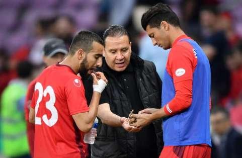 Nabil Maâloul solicitó a su arquero Mouez Hassen que simulara una lesión durante el duelo. Foto: Fabrice COFFRINI / AFP
