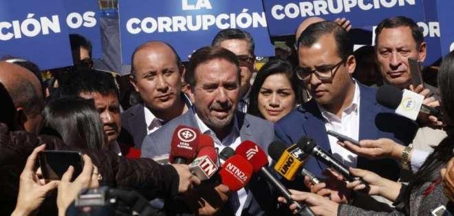 QUITO, Ecuador.- Dirigentes y autoridades del movimiento CREO presentaron denuncia en Fiscalía. Foto: API
