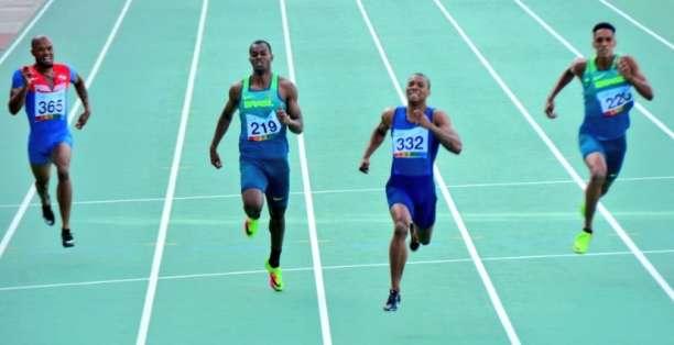 El atleta (332) ganó la prueba de 200 metros planos con un tiempo de 19,93 segundos. Foto: Tomada de @SeleNieve1