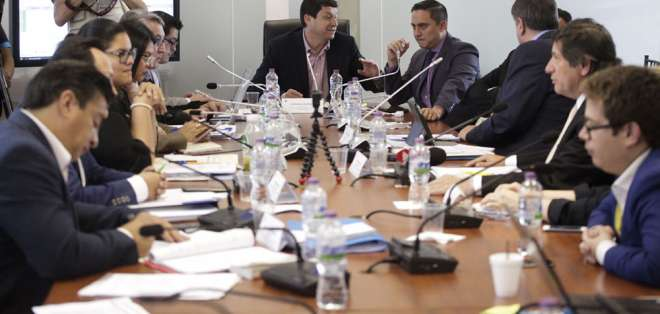 Según presidente de Comisión, se ajustaron textos y se incorporaron artículos a proyecto. Foto: API
