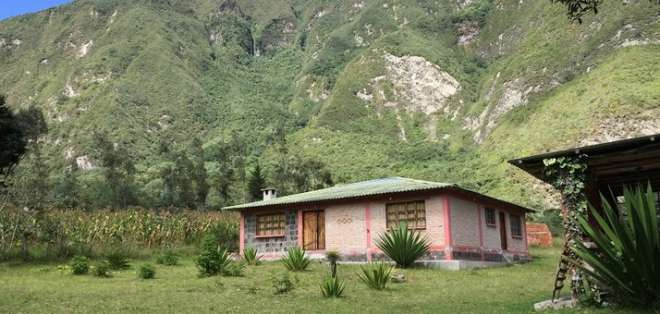 PULULAHUA, Ecuador.- En el cráter del volcán viven alrededor de una 40 familias. Foto: Ecuavisa