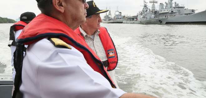 Ministro de Defensa se pronuncia por flota pesquera china cerca de islas Galápagos. Foto: Ministerio de Defensa