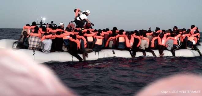 La suerte de 629 migrantes en suspenso por pulseada entre Italia y Malta. Foto: AFP