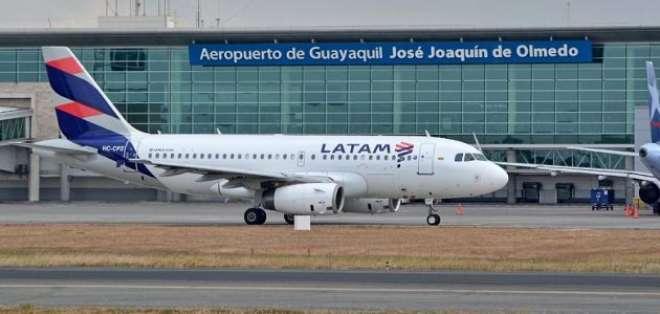 Nizam Hussein Shalak  pasó 10 días en el aeropuerto de Barcelona y 11 en el de Lima. Foto: Aviación Guayaquil