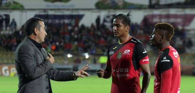 El entrenador uruguayo se irá a Colombia para dirigir a Independiente Santa Fe. Foto: API