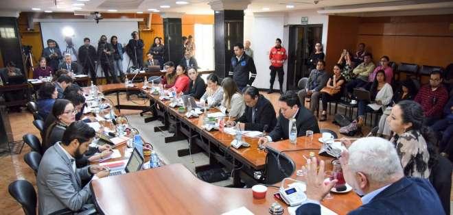 Consejo Cantonal de Cuenca en sesión. Foto: Twitter Municipio Cuenca.