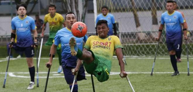 Final del torneo nacional de fútbol para jugadores con miembros amputados, en Quito. Foto: AP
