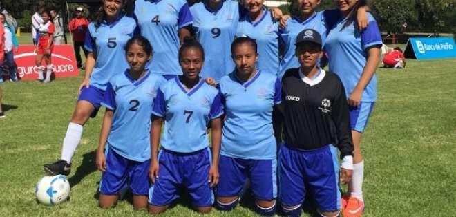 QUITO, Ecuador.- La delegación de fútbol femenino de Guayas se coronó campeona en su serie. Foto: Ecuavisa