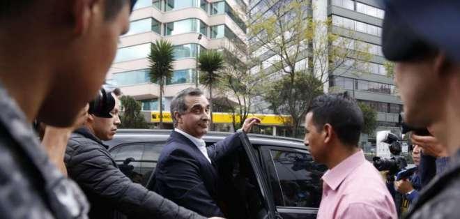 Su cercanía con el expresidente Correa fue uno de los puntos más criticados de su gestión. Foto: API