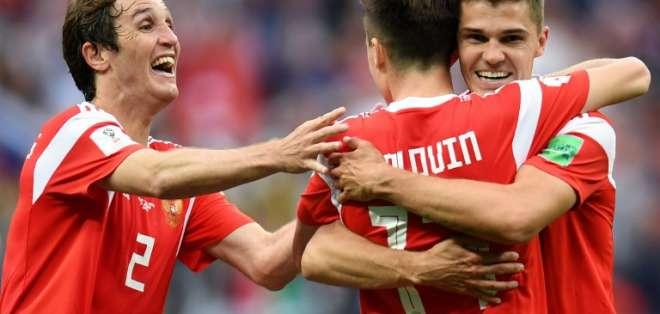 Los locales vencieron 5-0 a los asiáticos en el estadio Luznikhi de Moscú. Foto: Patrik STOLLARZ / AFP