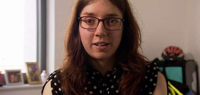 Laura Moulding empezó a oir voces por primera vez a los tres años.