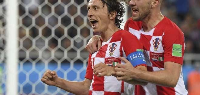 Luka Modric (i.) anotó el segundo gol del equipo europeo. Foto: Patrick HERTZOG / AFP