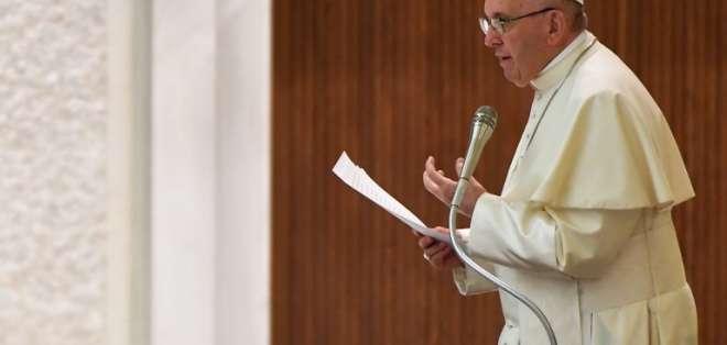"""El papa observó que """"hoy hablamos de familias diversificadas"""". Foto: AFP"""
