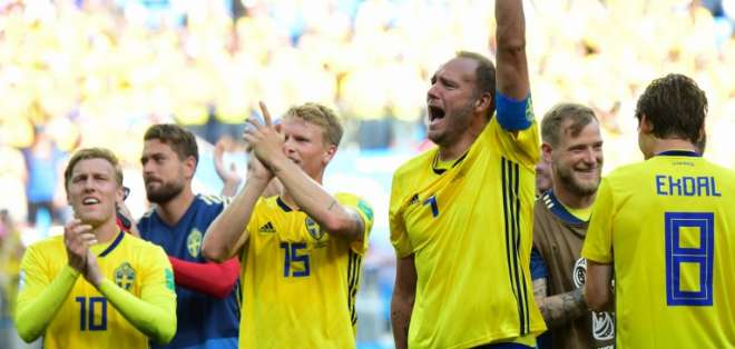 NIZHNIY NOVGOROD, Rusia.- Los jugadores celebran el triunfo de su selección. Foto: AFP