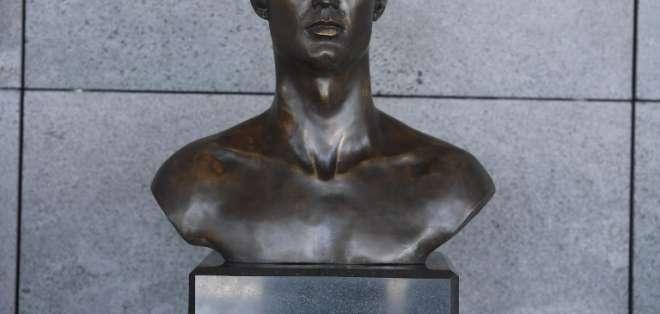 El nuevo busto fue hecho por un escultor español. Foto: HELDER SANTOS / AFP