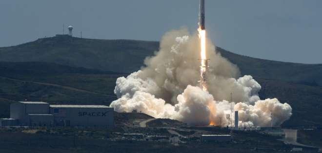 Trump anunció también que firmaría una orden sobre manejo del tráfico espacial. Foto: AFP