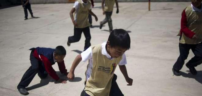 TULCÁN, Carchi.- Niños juegan en el sector de La Palizada, en la frontera de Ecuador con Colombia. Foto: Archivo AFP