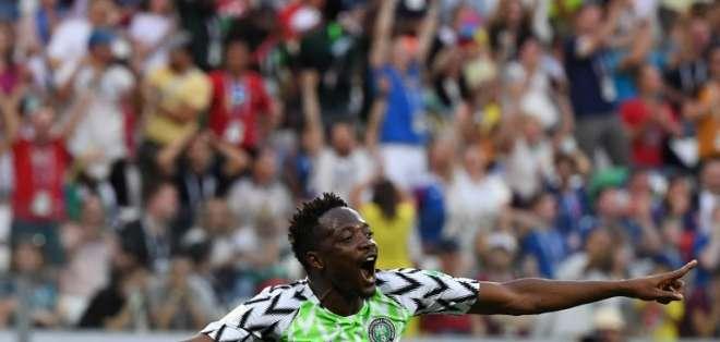 El delantero hizo los dos tantos para la victoria contra Islandia. Foto: Mark RALSTON / AFP
