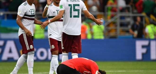 ROSTOV DEL DON, Rusia.- El jugador surcoreano Lee Jae-sung lamenta la derrota de su equipo frente a México. Foto: AFP