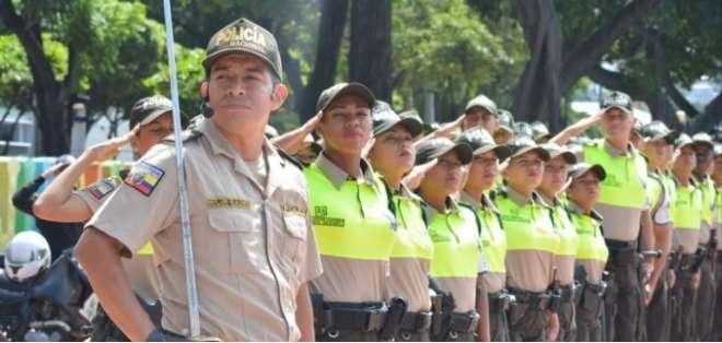 72 uniformados son el primer grupo de la Policía de Turismo en Guayaquil.