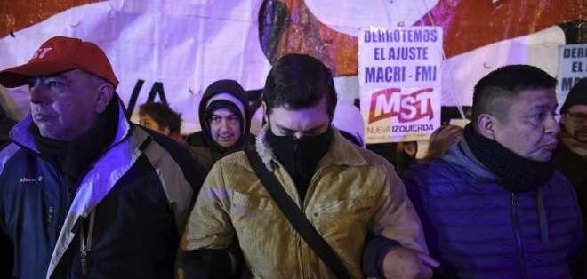Sindicatos paralizan a Argentina en contra de ajuste y del FMI. Foto: AFP