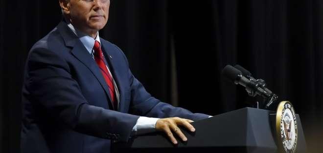 El vicepresidente Mike Pence habla durante un acto en la Arena William-Brice Kimbel. Foto: AP