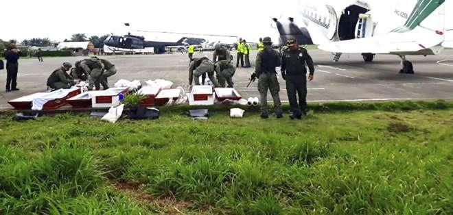 COLOMBIA.- Las policías de Ecuador y Colombia encontraron una cédula de identidad en la fosa hallada. Foto: Twitter