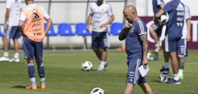 El entrenador Jorge Sampaoli hará cambios otra vez en la alineación. Foto: JUAN MABROMATA / AFP