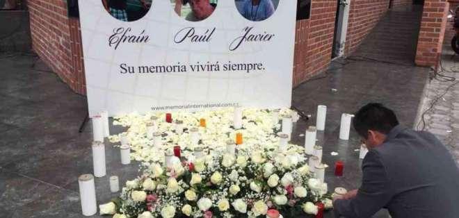 Colegas realizan homenajes para Ortega, Rivas y Segarra.Foto: Twitter Liz Abril.