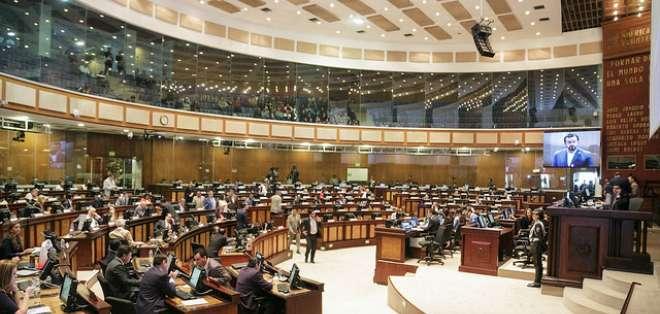 QUITO, Ecuador.- El legislativo conformará una comisión multipartidista para que revise la información. Foto: Asamblea