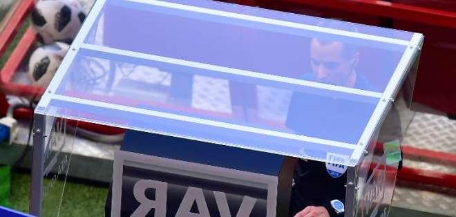 RUSIA.- Según FIFA, de 335 incidentes analizados, el 95% de decisiones arbitrales era correcto. Foto: AFP