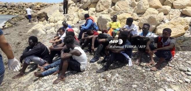 La embarcación zarpó de madrugada de la ciudad costera libia de Garabulli. Foto: AFP