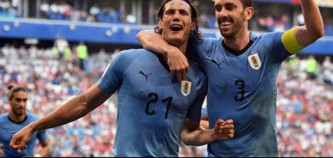 Edinson Cavani (i.) marcó los dos goles del equipo uruguayo. Foto: Archivo/ AFP / F. Coffrin