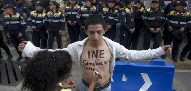 Violencia tiñe comicios en México, en los que López Obrador es favorito. Foto: AFP