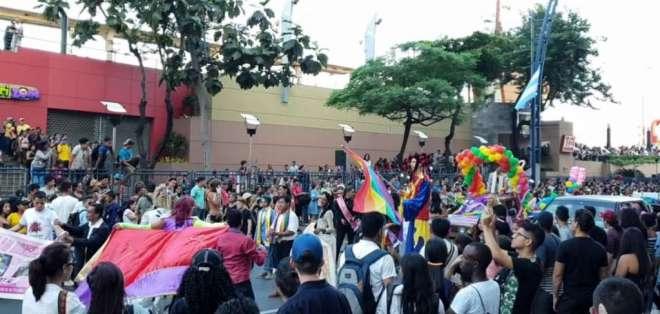 Guayaquil de colores por el desfile del orgullo GLBTI