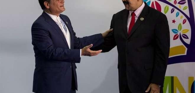 """Maduro pide que """"cese la persecución"""" contra Correa. Foto: Archivo"""