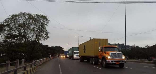 Congestionamiento en el sentido norte - sur de la Vía Perimetral por el Km 23.5. Foto: ATM