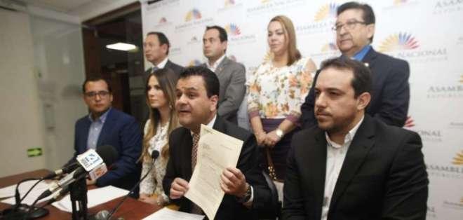 QUITO, Ecuador.- Según los legisladores, el secretario de la Presidencia tiene nexos con la aseguradora. Foto: API
