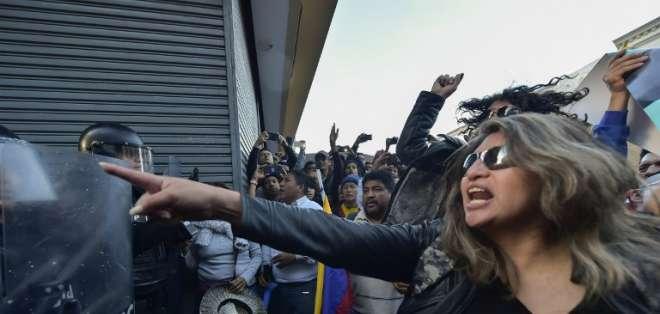 Partidarios de Correa protestan contra orden de prisión para su líder. Foto: AFP