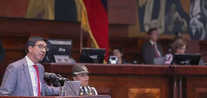 Ricardo Rivas, hermanos del fotógrafo de El Comercio habló ante Asamblea. Foto: Flickr Asamblea.
