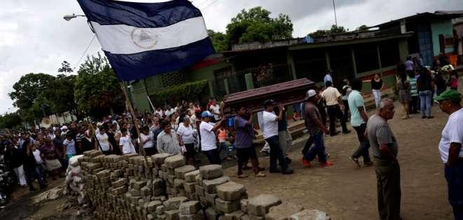 Barricada en una calle de Masaya, Nicaragua. Foto: EFE