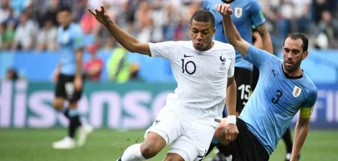 El entrenador de Francia, Deschamps confirmó a Mbappé para el partido contra Bélgica. Foto: AFP