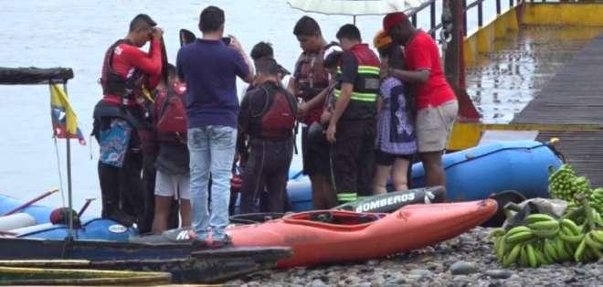 20 bomberos rescatistas participan en la búsqueda de un hombre en el río. Foto: Captura.
