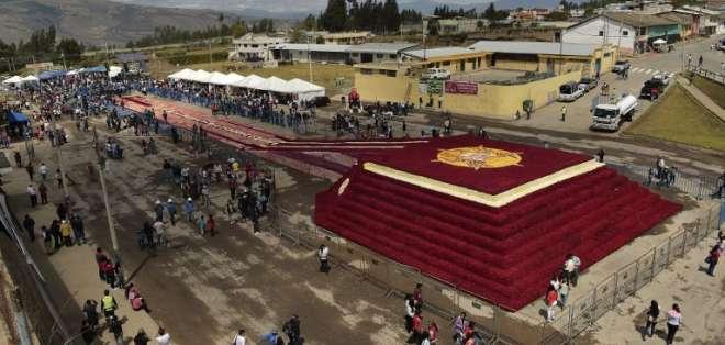 El sábado 21 de julios los jueces de Guiness certificarán si la pirámide cumple. Foto: AFP