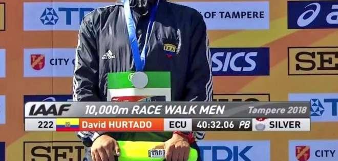 David Hurtado logró medalla de plata en la prueba 10.000 metros masculinos. Foto: @DeporteEc