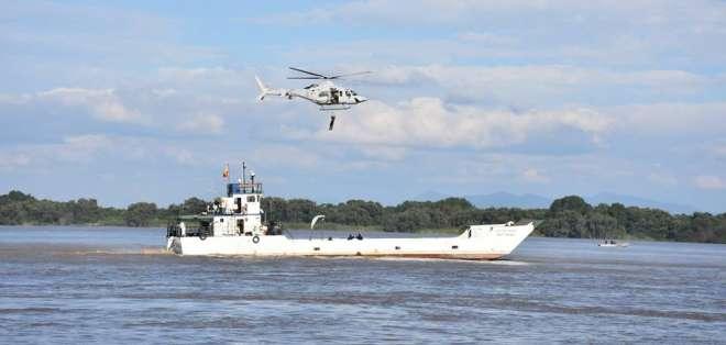 Miembros de la Armada Nacional participarán en el recorrido náutico con sus acrobacias sobre el río. Twitter GYE es mi Destino.