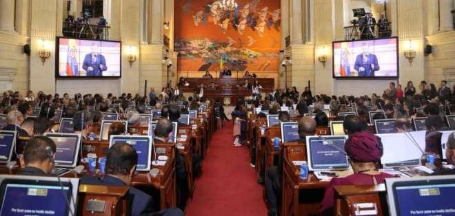 5 senadores y 5 representantes de la agrupación estuvieron la posesión. Foto: Twitter Senado Colombia.