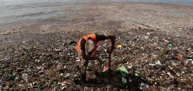 El río Ozama es el cuarto más grande de República Dominicana. La basura llegó hasta su desembocadura en el Caribe. Foto: Reuters