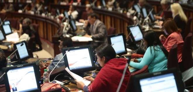 Plan económico busca desmontar la pesada presencia del Estado en el impulso de la economía. Foto: API