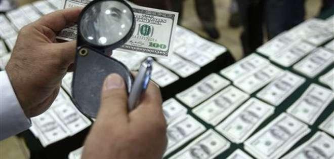 """Según la Policía, en el sitio hallaron """"un cartón con 332 billetes de 100 dólares. Foto: AP - Referencial"""